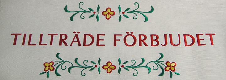 Stora brodyrmärken, så kallade bonader, är stora tygmärken som man har på väggen, ofta med ett budskap broderat.